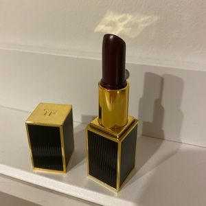 tom Ford lipstick #18 black orchid